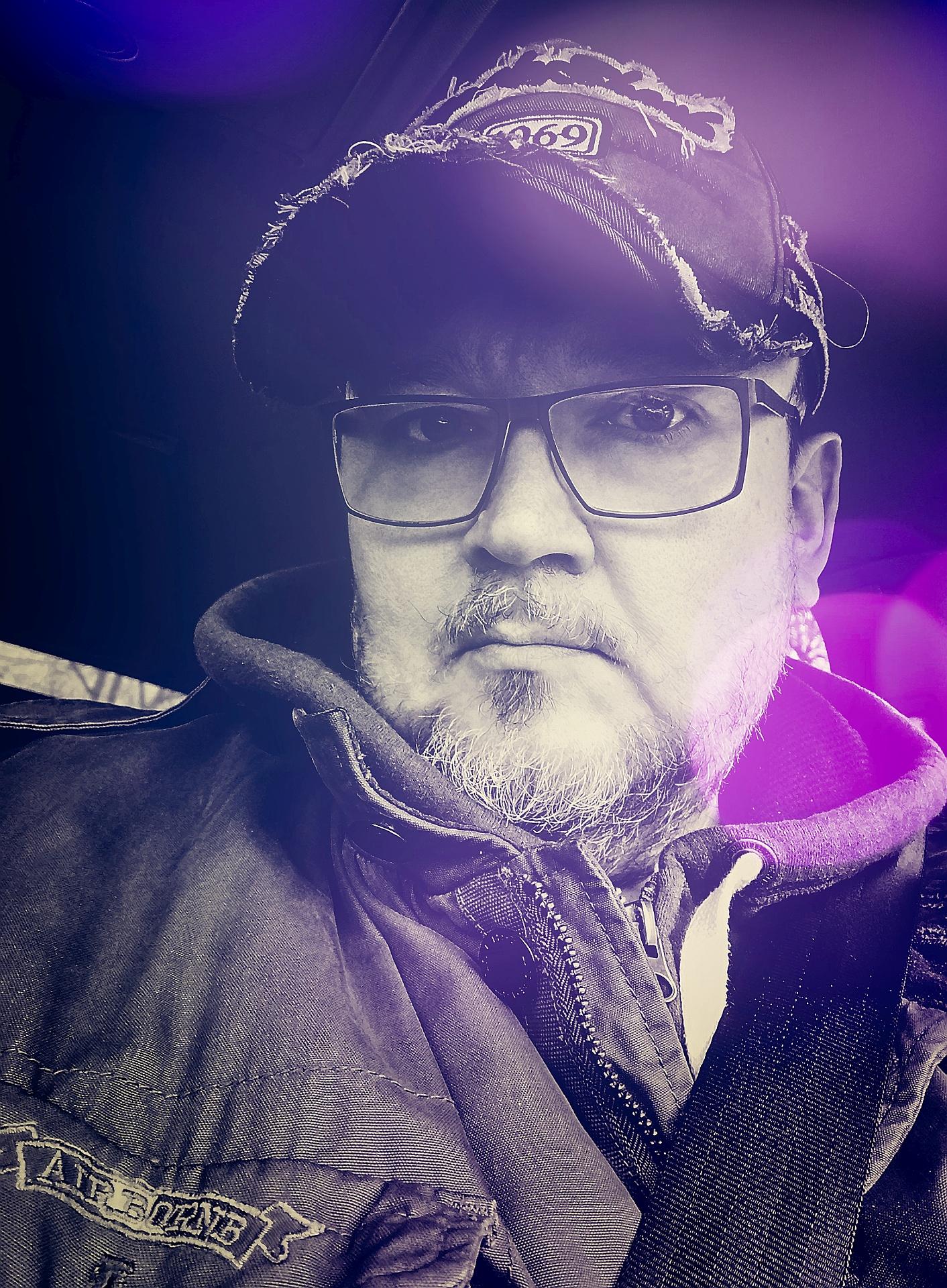 Adam Grabolus - fotograf, reżyser, operator kamery, grafik